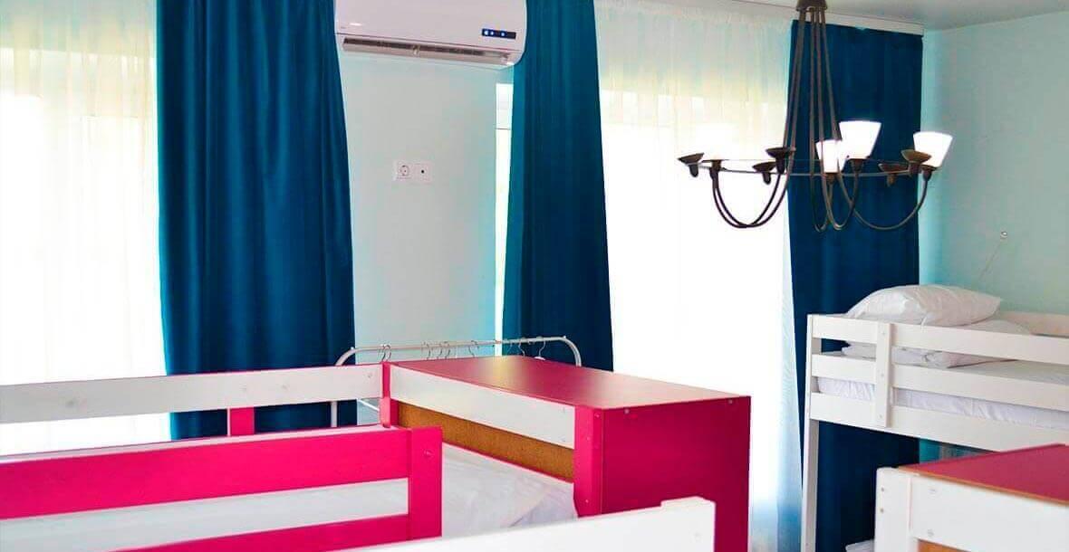 Каждая из комнат нашего хостела оборудована кондиционером - в летнюю жару вам всегда будет комфортно.