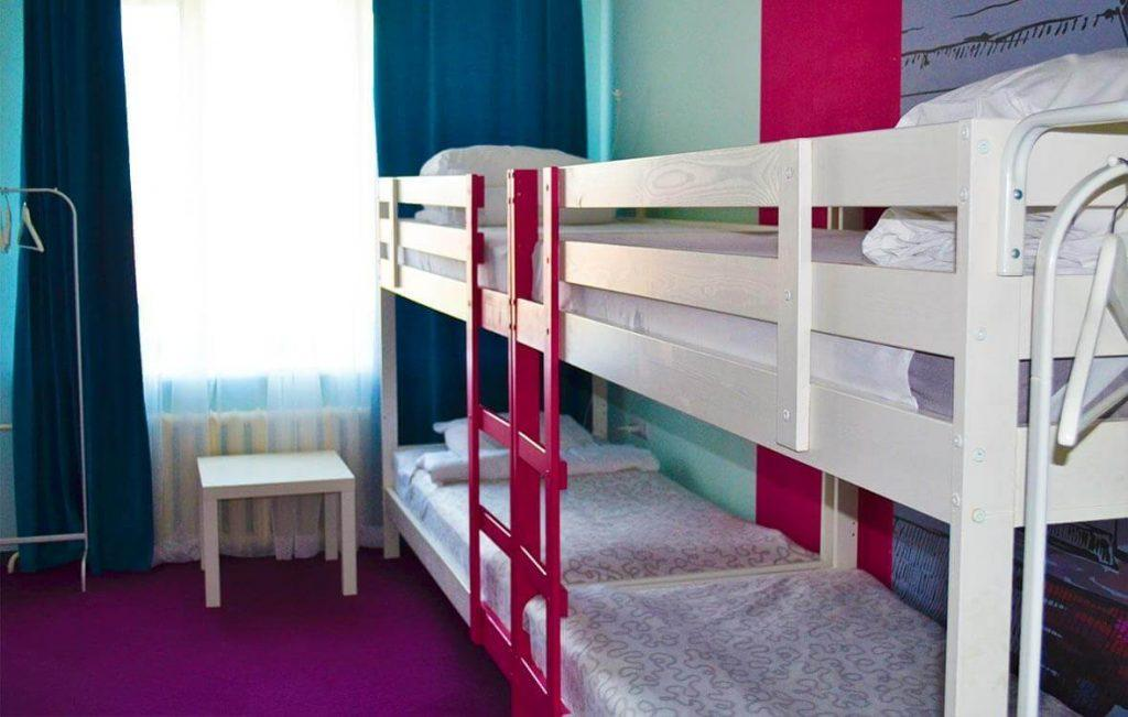 Пространство в хостеле организовано оптимально для комфортного отдыха постояльцев.