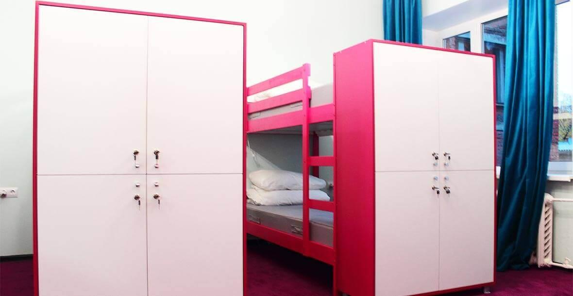 Мы заботимся о вашей безопасности - для каждого постояльца в хостеле Достоевский есть шкаф для вещей, закрывающийся на ключ.