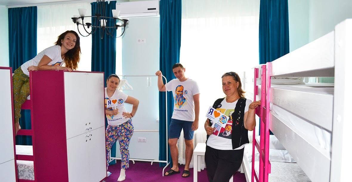 Современные и удобные двухъярусные кровати понравятся даже самым взыскательным постояльцам нашего хостела в Ижевске.