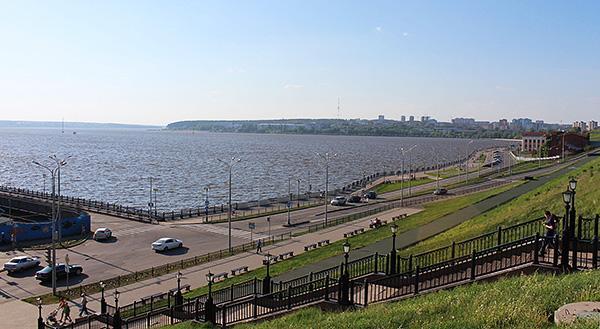 Ижевский пруд считается самым большим искусственным водоемом в Европе, а его отреставрированная набережная - любимое место прогулок ижевчан и гостей города.